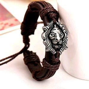 Men's Leather Lion Pull to Close bracelet